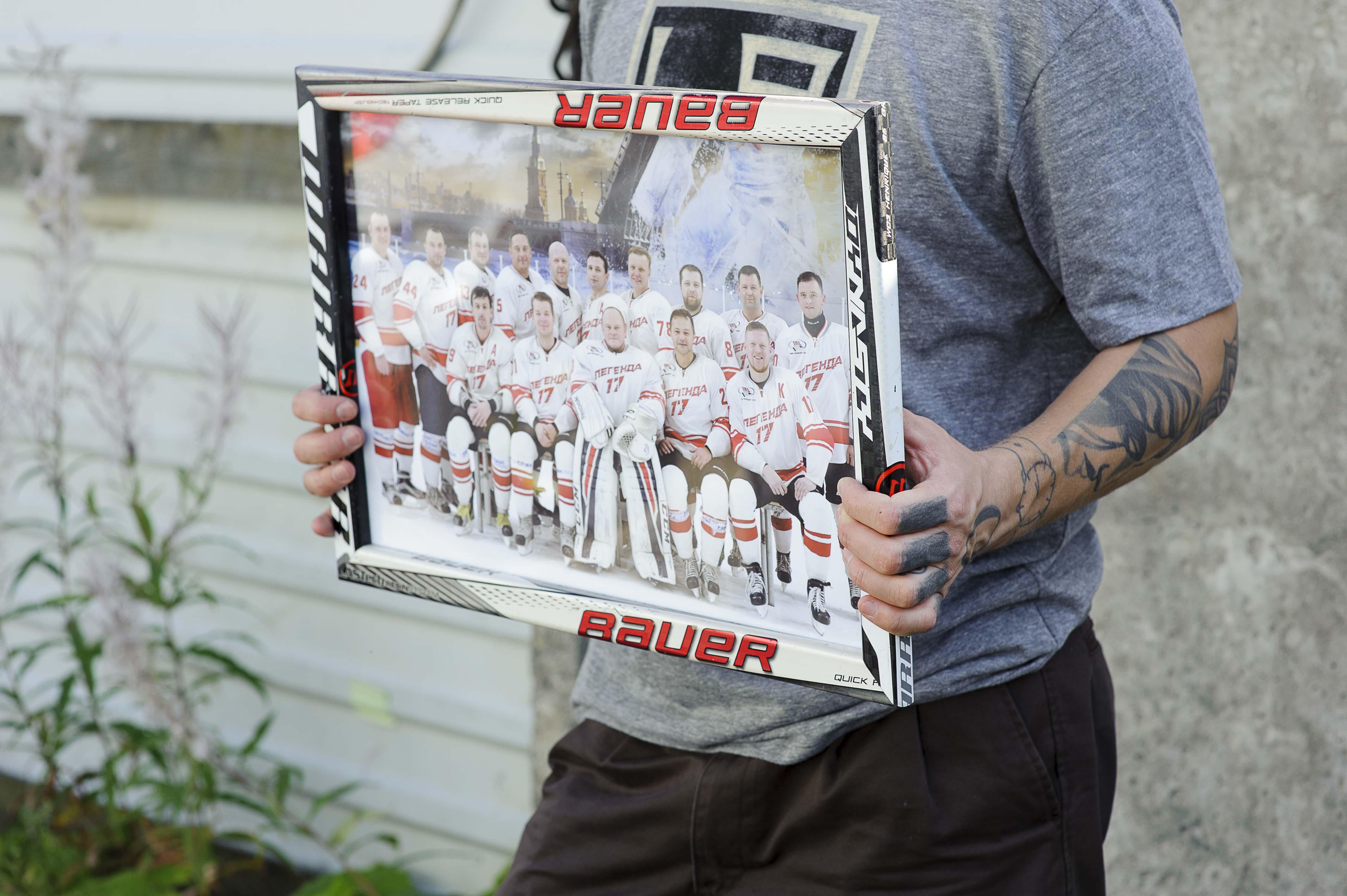 Рамки для фото из хоккейных клюшек